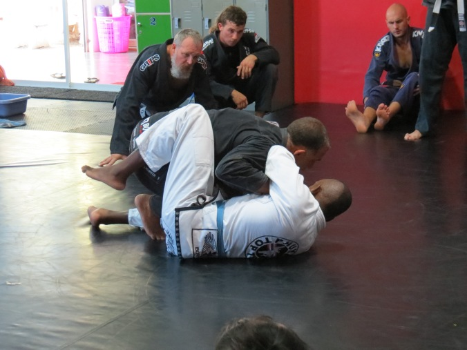 "Professor Abreau defeating the ""arm brace"" in half-guard."