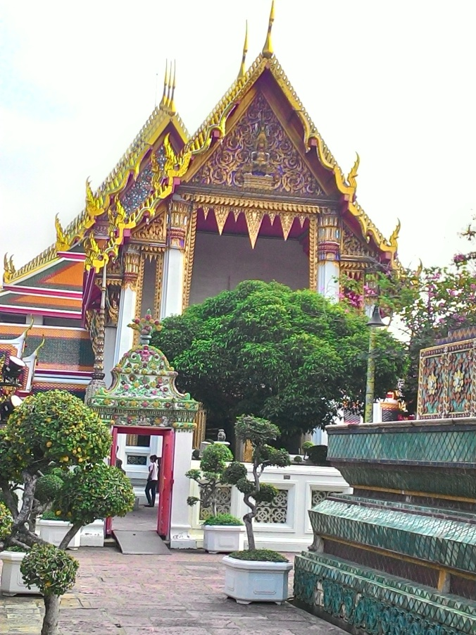 Entrance to the main temple at Wat Pho.