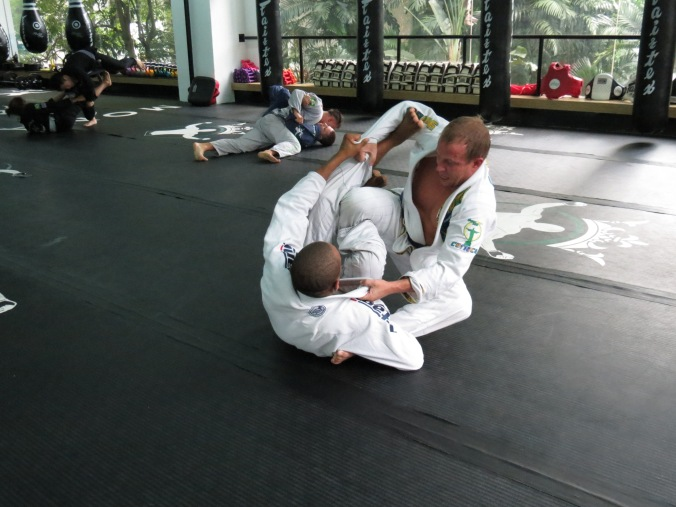 Professor Bruninho works the Spider guard.